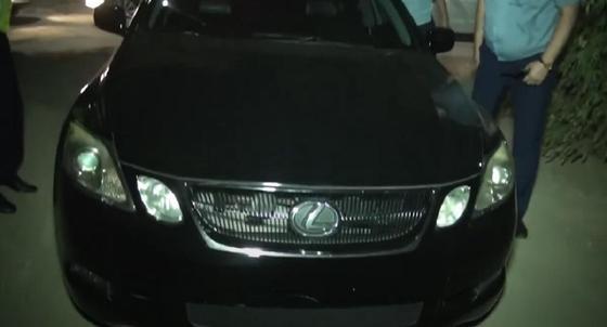 Водителя тонированного Lexus без номеров задержали в Шымкенте (видео)