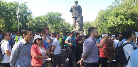 """""""Можем проводить культурно"""": мирный митинг начался в Алматы (фото)"""