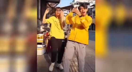 Танцы и песни про коронавирус набирают популярность в соцсетях (видео)