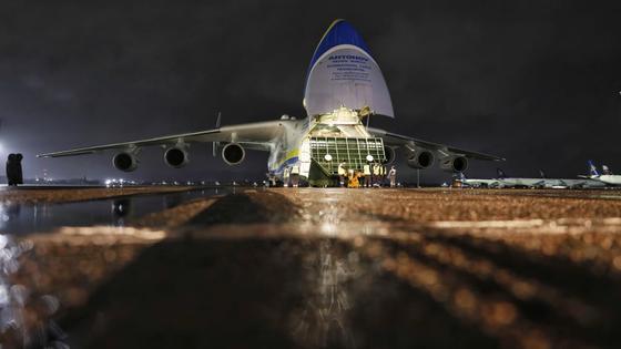 Пустая парковка, безлюдный зал прилета: как выглядит аэропорт Алматы во время карантина
