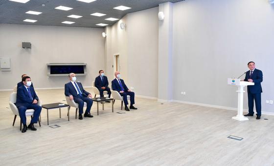 Касым-Жомарт Токаев слушает отчет Ермека Маржикпаева