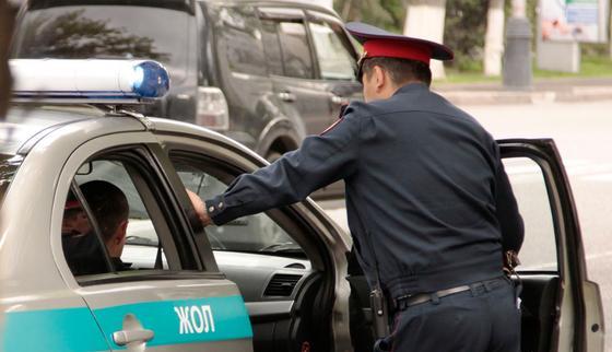 Полицейский предложил астанчанке интим: его уволили из органов
