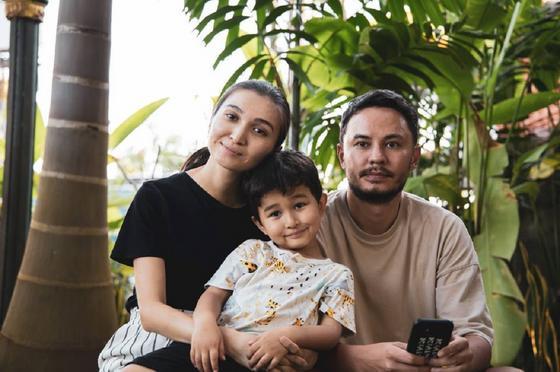 Айдар с семьей