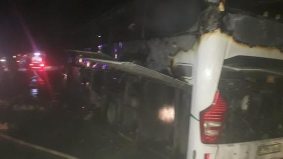 Автобус с 34 пассажирами горел на трассе в Туркестанской области