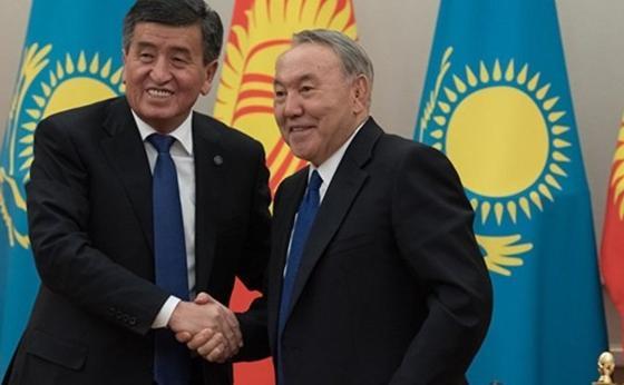 Сооронбай Жээнбеков пен Нұрсултан Назарбаев. Фото: Sputnik Қазақстан