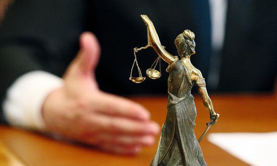 Задержанный в Алматы судья подозревается в мошенничестве