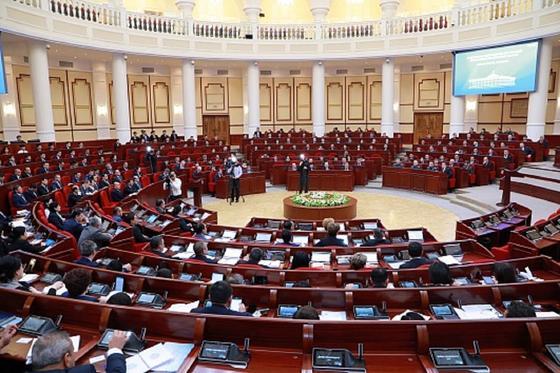 Өзбекстан парламенті карантинге жабылды