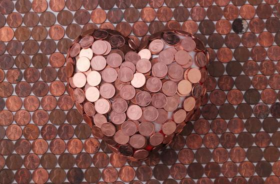 Медные монеты в форме сердца