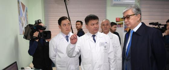Президент Казахстана встретился с врачами Шымкента