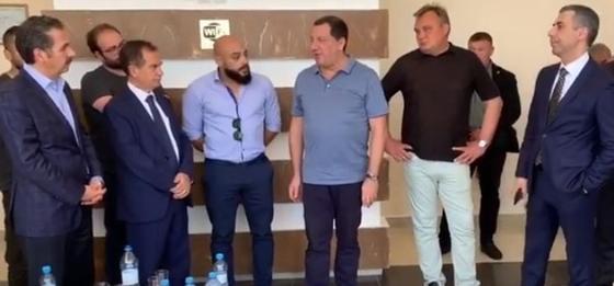 Все обнялись и помирились: послы Ливана и Иордании приехали на Тенгиз (видео)