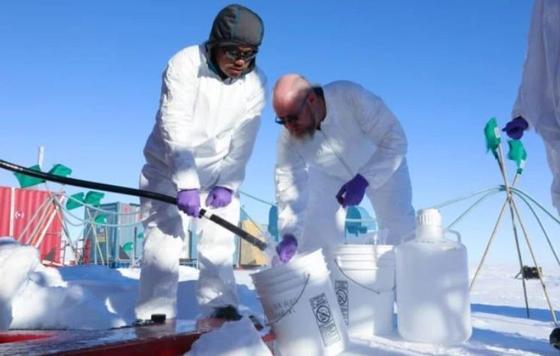 Ученые пробурили дыру к загадочному озеру подо льдами Антарктиды