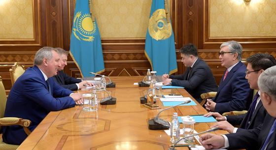 Токаев встретился с Рогозиным