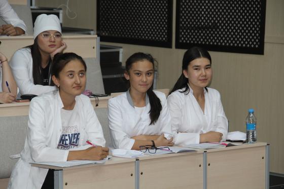 В КазНМУ проходит цикл лекций для первокурсников на тему «Основы академической честности и антикоррупционной культуры»