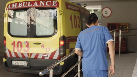 Устроил бунт: пациент с отрицательным КВИ не хочет покидать больницу в Усть-Каменогорске
