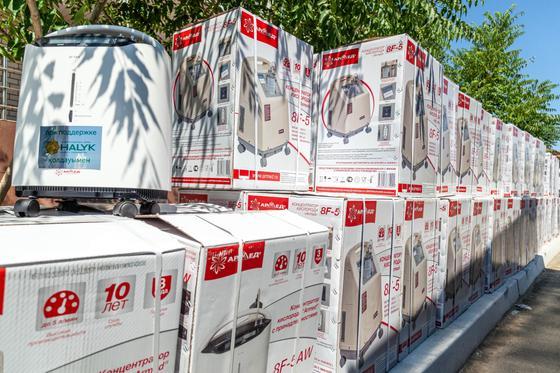 1000 пульсоксимеров и 100 концентраторов передал фонд «Халык» жителям Атырауской области