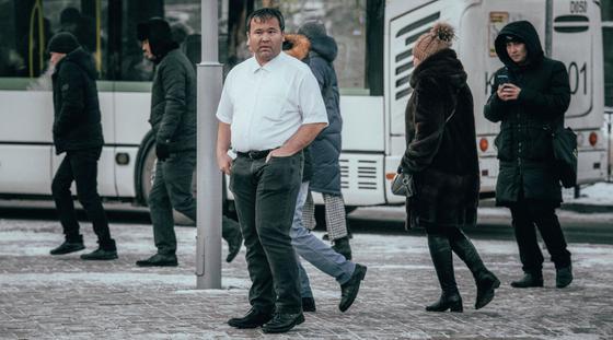 Казахстанец установил новый рекорд по времени стояния в проруби в Нур-Султане (фото)