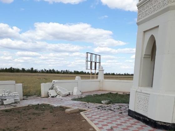 Мавзолей Таксайской принцессы разрушил ветер в ЗКО (фото)