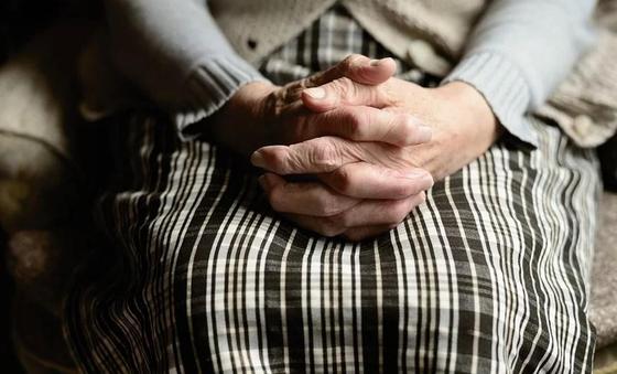 Пришел с арканом и бил: 75-летняя женщина заявила об изнасиловании в Акмолинской области