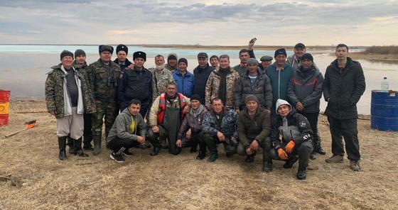 Рыбак несколько дней жил на острове из-за подтоплений в Акмолинской области (фото)