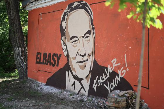 Мурал Elbasy forever young
