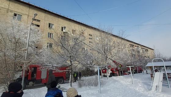 Двор дома в Талдыкоргане, где произошел пожар