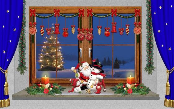 Зимнее окно со свечами, елкой