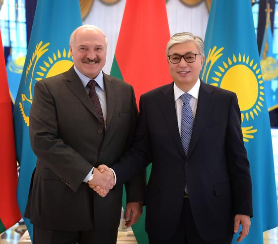 """""""Әрдайым жақсы болады"""": Мемлекет басшысы Лукашенкомен кездесті"""