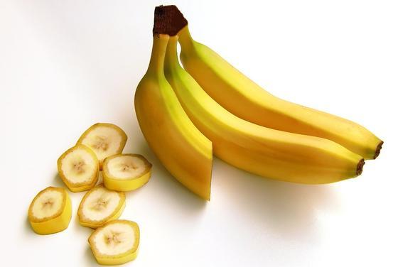 Сколько калорий в банане: польза при похудении