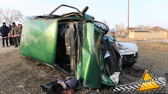 Машина, поврежденная в аварии в Алматинской области