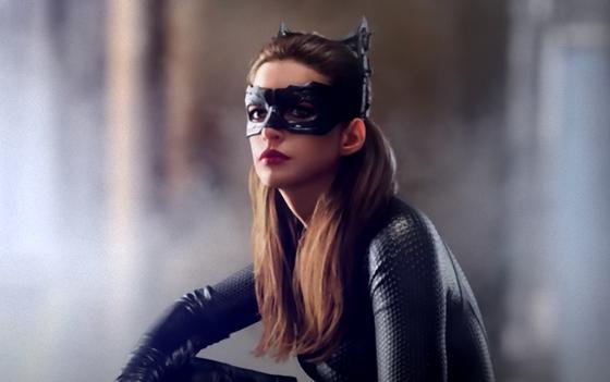 Девушка в костюме кошки