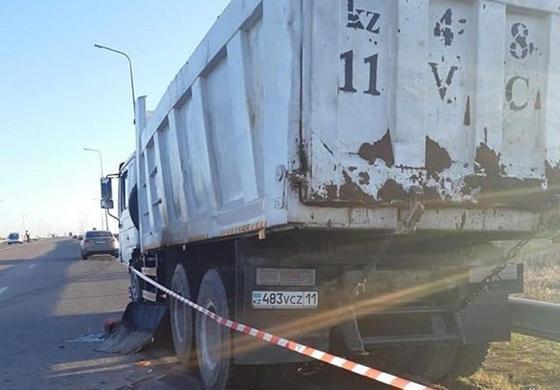 Camry всмятку: 2 человека погибли в аварии в Нур-Султане (фото)