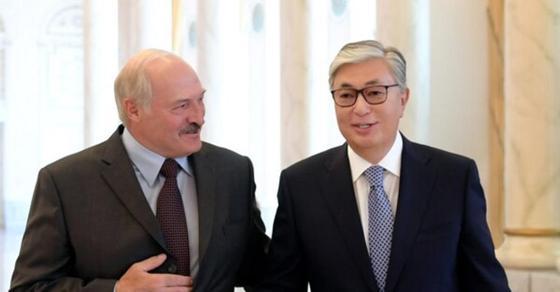 Александр Лукашенко Қасым-Жомарт Тоқаевты туған күнімен құттықтады