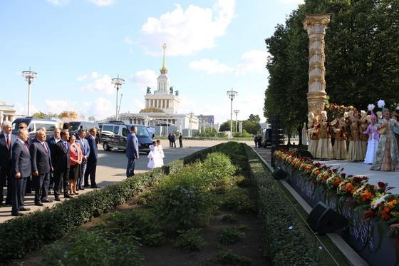 Назарбаев и Путин вместе прогулялись по Москве (фото)