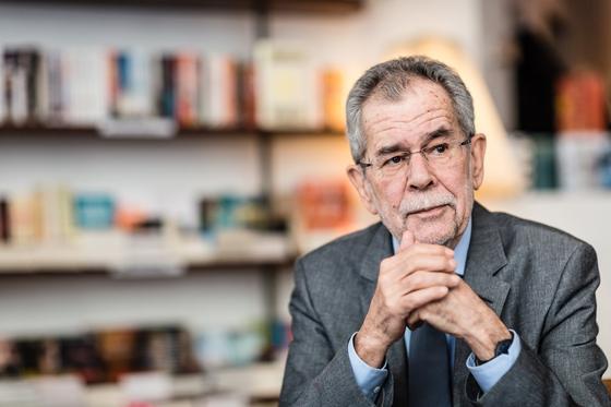 Австрия полициясы өзін-өзі оқшаулау ережесін бұзған президентті байқап қалды