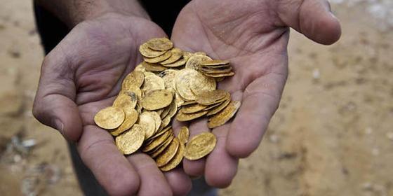Укравший у тестя старинные монеты житель Сатпаева осужден на полтора года