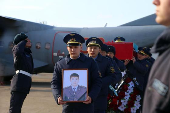 В Уральске простились с погибшим в авиакатастрофе капитаном