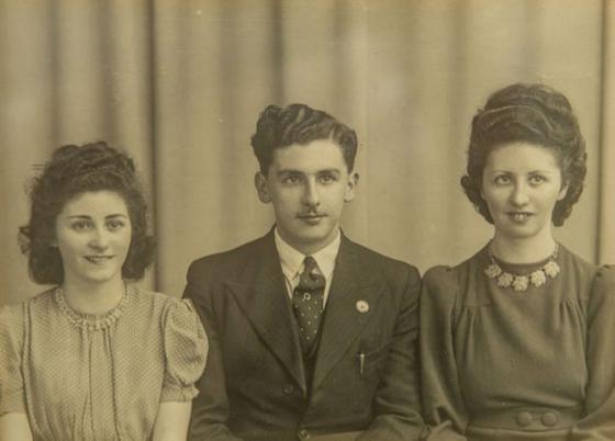 Вера Бантинг с братом и сестрой