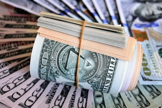 Доллар продолжает дорожать на KASE