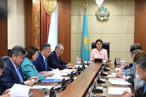 Назарбаева – сенаторам: Просто будьте людьми, а не функционерами