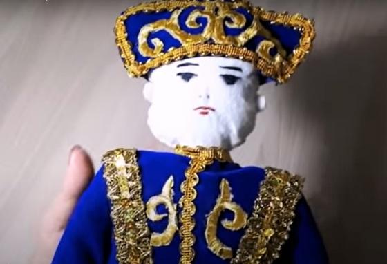 Кукла в национальном казахском костюме