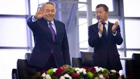 Назарбаев подарил Зарине Дияс часы с автографом
