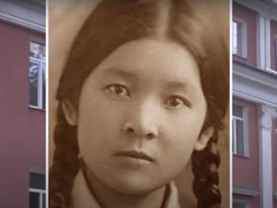 Маншук Маметова в школьные годы