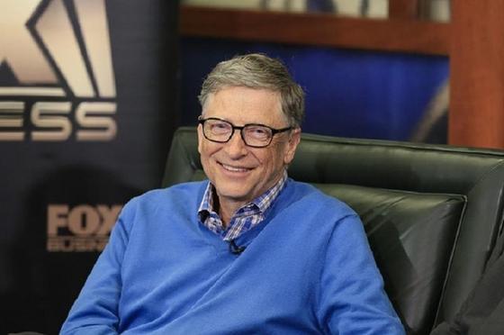Адамзатқа вакцина арқылы чип енгізу: Билл Гейтс айыптауларға жауап берді