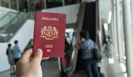 Иранца с поддельным паспортом задержали в аэропорту Алматы