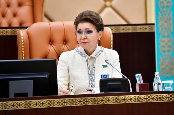 Дарига Назарбаева выразила соболезнования семьям погибших в авиакатастрофе под Алматы