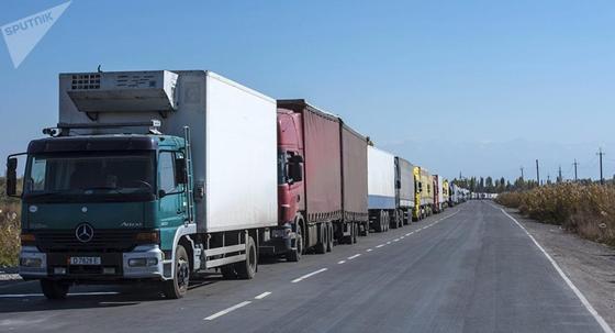 «Старые пункты пропуска и рост товарооборота»: Минфин о проблемах на границе с Узбекистаном