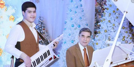 Президент Туркменистана спел свою песню на английском и немецком языках (видео)