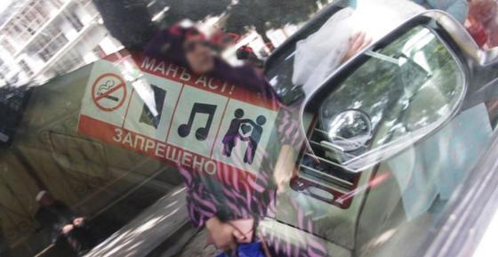 Войну поцелуям и курению объявили таксисты в Душанбе