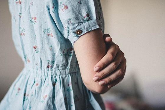 """""""Целовал мои губы"""": 18-летняя девушка рассказала о домогательстве свекра"""