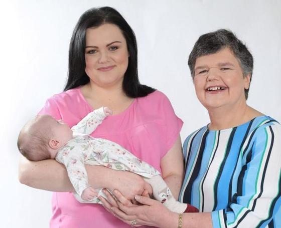 Британка стала суррогатной матерью для собственной дочери